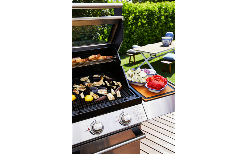 Beefeater 2000S BBQ 5B S. Steel & Cabinet Trolley S/Bnr